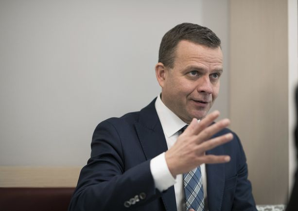 Kokoomuksen puheenjohtajan Petteri Orpon mielestä kasvomaskien käyttöä tulisi suositella esimerkiksi julkisissa kulkuvälineissä.
