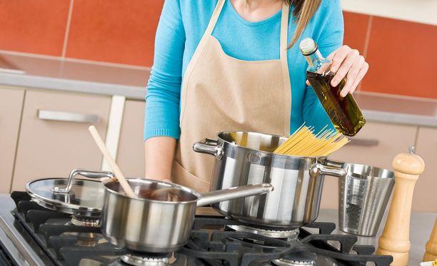 Mitä tapahtuu pastavedelle, kun siihen lisää suolaa?