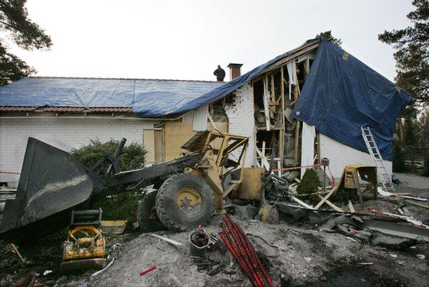 Tuhoava räjähdys tapahtui kun kivi putosi räjähdelaatikon päälle.