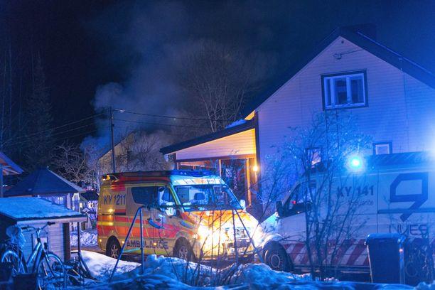 Paikalle hälytettiin pelastuslaitoksen yksiköitä neljältä paloasemalta, kolme ensihoidon yksikköä sekä kaksi poliisipartiota.