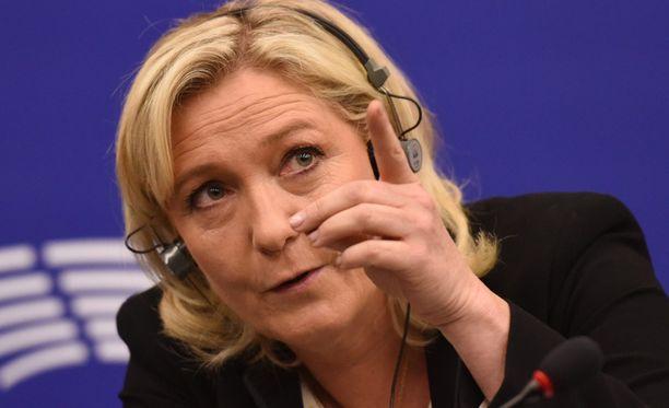 Le Pen aikoo perustaa Kansojen ja vapauden Eurooppa- ryhmän.