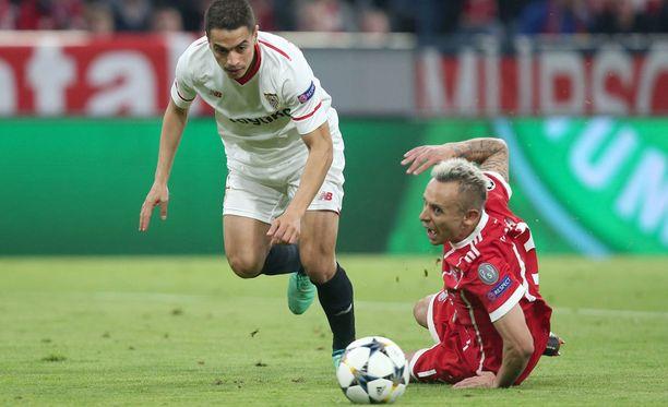 Rafinha (oik.) oli Bayernin eliittiä Sevillaa vastaan.