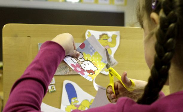 Arvioiden mukaan noin 200 lasta Suomessa saa opetuksensa huoltajiltaan kotona.