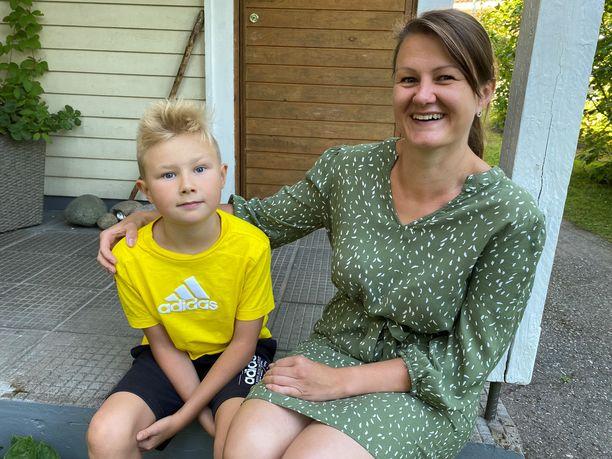 Vilhelm ja Vilma-äiti tietävät, että syömällä terveellisesti jaksaa liikkua ja tehdä kaikkea kivaa päivän aikana.