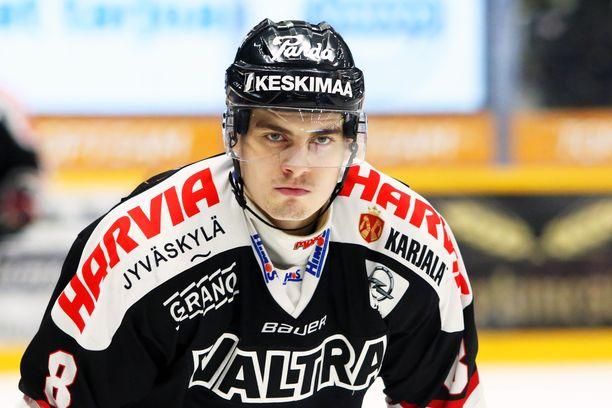 David Tomasek karistaa Jyväskylän tomut jaloistaan.