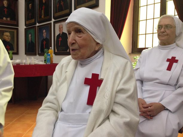 Sisar Candida kolme vuotta sitten 107-vuotispäivillään. Tuolloin hän pääsi juhlan kunniaksi tapaamaan paavia.