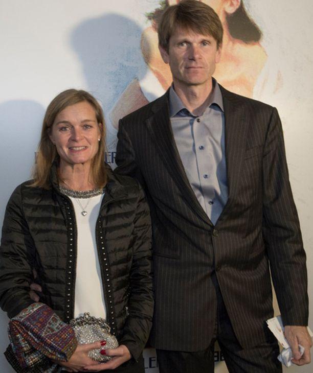 - Käymme harvemmin keskustassa kulttuuririennoissa, Inkoossa asuva rallin kaksinkertainen maailmanmestari Marcus Grönholm ja hänen Teresa-vaimonsa juttelivat. Pariskunta pyörittää kauppakeskusta Inkoossa.