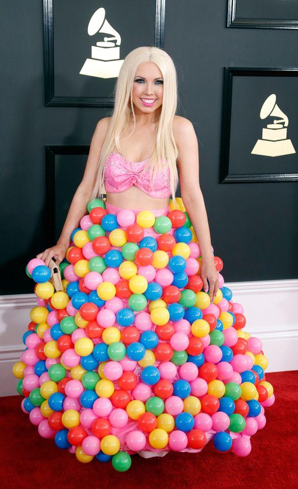 Girl Crushin hame koostui värikkäistä palloista.