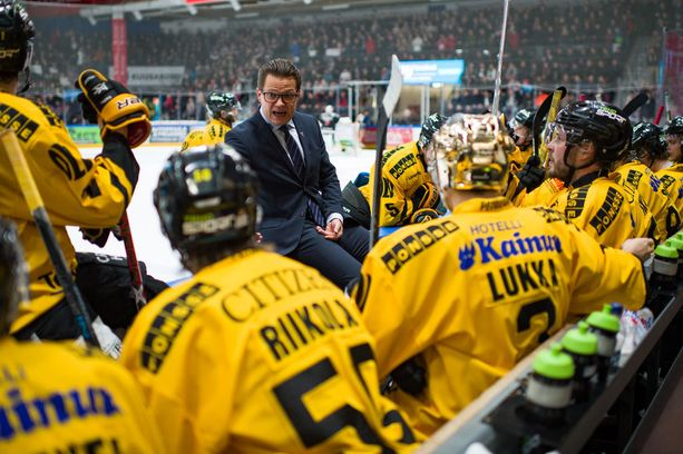 Sami Kapasella riitti epäilijöitä, mutta vesi siinä myllyssä on vähentynyt, kun KalPa on viimeisen kuukauden aikana hävinnyt vain kerran - ja silloinkin se nappasi pisteen. Tänään joukkue pelaa Vaasassa Sportin vieraana.