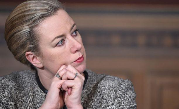 SDP:n puheenjohtajan Jutta Urpilaisen mielestä vasemmisoliitolta jääneet ministerisalkut voitaisiin jakaa nykyministereiden kesken.