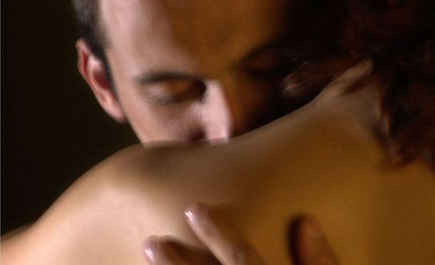 """""""Seksin aikana kuvittelen aina jonkun muun mieheni paikalle, vaikka en haluaisi"""", lukija kirjoittaa."""