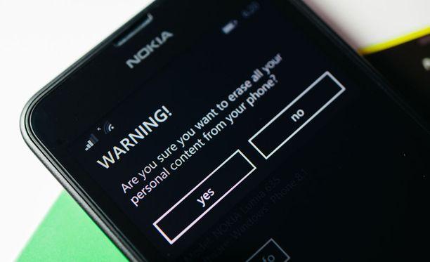 Microsoftin Nokialta ostamat Lumia-puhelimet ovat pahoissa vaikeuksissa markkinoilla.