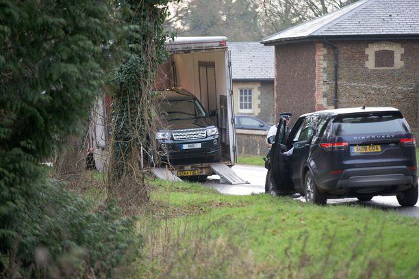 Prinssi Philipin turma-auto tuotiin Sandringhamin kartanolle. Prinssi vietiin lääkärintarkastukseen, mutta hän palasi kotiinsa toipumaan. Hovin mukaan innokkaana autoilijana tunnettu prinssi ei loukkaantunut onnettomuudessa.