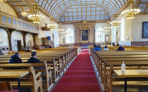 Konfirmaatio peruttiin ja virsikirjat vietiin varastoon - Kangasalan kirkkoon uskaltautui vain kourallinen