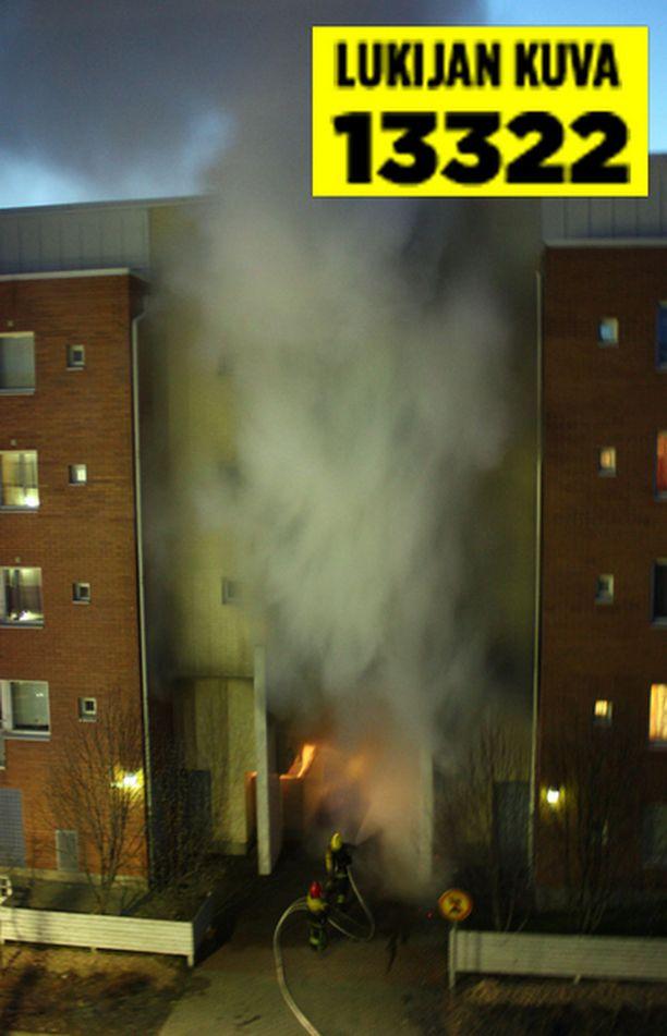 Iltalehden lukija havahtui vastapäisen talon paloon kesken Suomi-Saksa -jääkiekkomatsin.