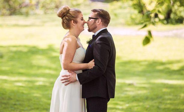 Tiina ja Samuel avioituivat Ensitreffit alttarilla -sarjan kolmannella tuotantokaudella. Pari on edelleen onnellisena yhdessä.