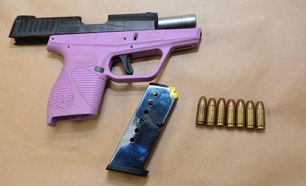 Poncen hallusta löydettiin varastettu ase.