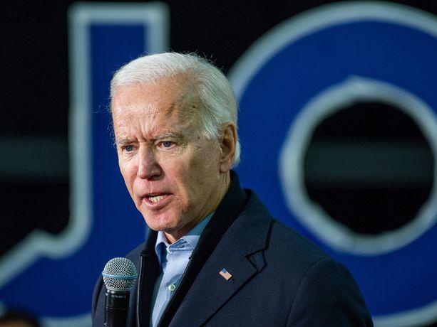 Ex-varapresidentti Joe Biden suhtautuu varauksella Yhdysvaltain iskuun.