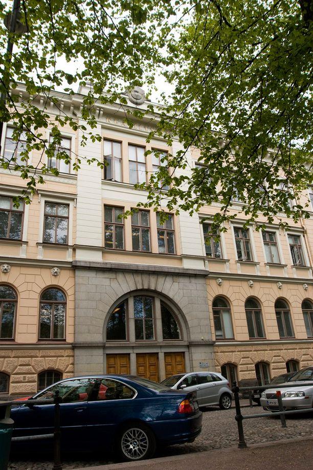 Lukioihin pyrki noin tuhat hakijaa enemmän kuin vuosi sitten. Kuvassa Ressun lukio Helsingissä.