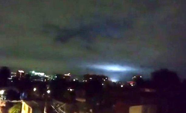Meksikossa valot olivat sinisiä ja vihreitä. Mitään selitystä maanjäristysvaloille ei ole keksitty.