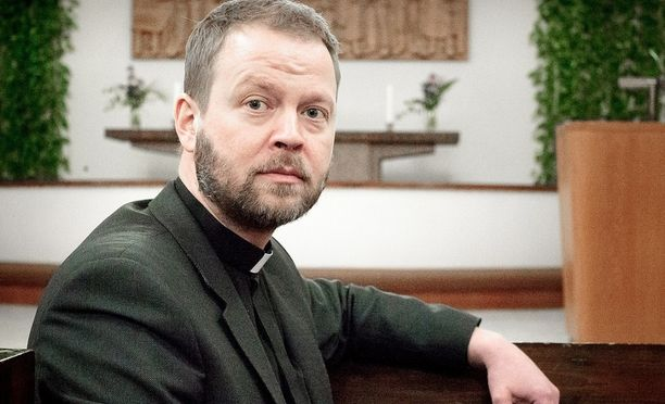 Helsingin piispa Teemu Laajasalo pahoittelee rahankäyttöään.