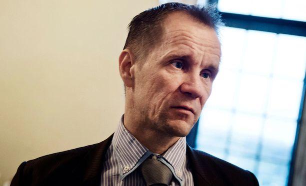 Kansanedustaja Mika Niikko (ps) on huolissaan Windows 10:n yksityisyydensuojakysymyksistä.