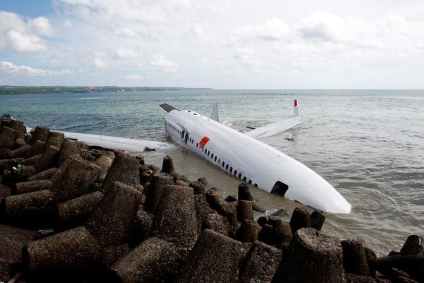 Malaysia Airlinesiin liittyviä huijauslinkkejä on levitetty kuvilla Lion Airin koneesta, joka teki hätälaskun mereen Balin edustalla viime vuoden huhtikuussa.