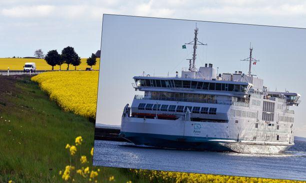 Aurora-alus liikennöi Helsingborin ja Helsingörin välillä Ruotsista Tanskaan. Taustakuva Skånesta. Kuvituskuva.