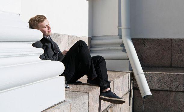 Etelä- ja Keski-Suomessa elohopea kipuaa tänään korkeimmillaan 15 asteeseen.