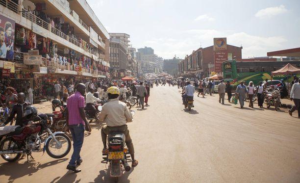 Mies oli Ugandan pääkaupungissa Patrian tuotteita markkinoimassa.