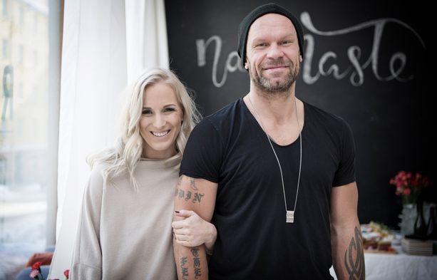 Nanna ja Jere Karalahti avioituivat kesällä 2015.