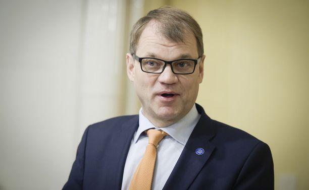 Keskustan puheenjohtaja Juha Sipilä kommentoi Paavo Väyrysen halua puheenjohtajaksi Twitterissä.