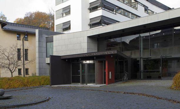 Poliisi vapautti miehen ja naisen, jotka se aiemmin vangitsi Turun käräjäoikeudessa taposta epäiltynä.