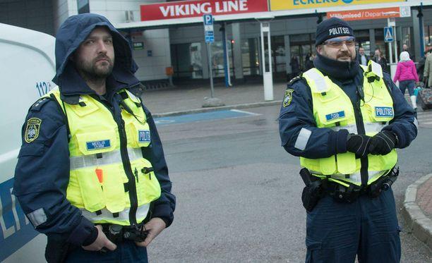 Meelis Tamm ja Raul Linde olivat suomalaisia kiekkofaneja vastassa.