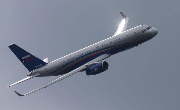 Tupolev 214 -konetta, jonka runkoon SR-mallinen erikoiskone on tehty, esiteltiin lentonäytöksessä Moskovan ulkopuolella elokuussa 2013.