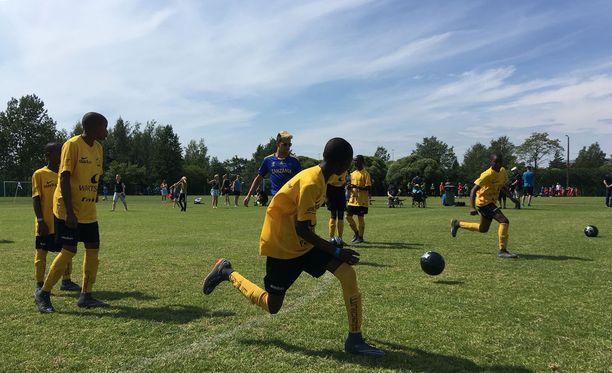 FC Vito lämmitteli hyökkäysharjoitteella ennen perjantain ottelua PPJ:tä vastaan.
