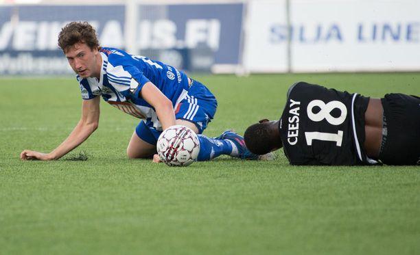 HJK:n Aapo Halme pelaa kovaa.