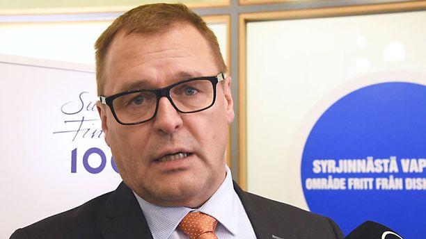 Sininen puoluesihteeri, kansanedustaja Matti Torvinen.KUVA: PETE ANIKARI/IL.
