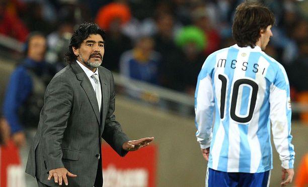 Diego Maradona on valmentanut Argentiinan maajoukkuetta ja Messiä.