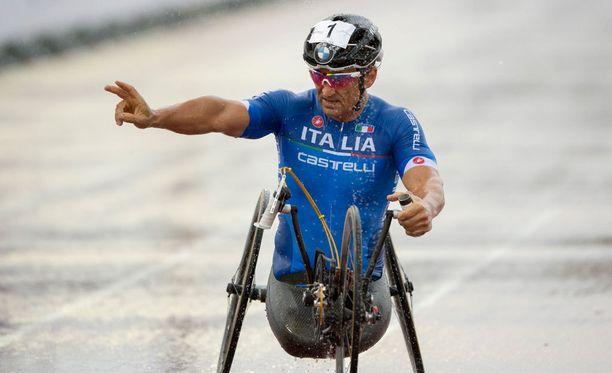 Alex Zanardi voitti jo kolmannen paralympiakultansa.
