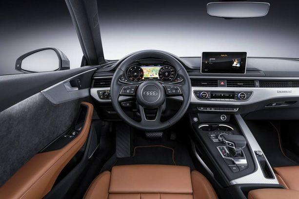 Ohjaamossa on nyt sama virtuaalinen ilme kuin Audi A4:ssä.