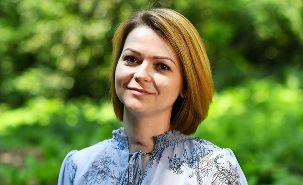 Julia Skripal, 33, poseeraa ensimmäisissä kuvissa myrkkyiskun jälkeen.