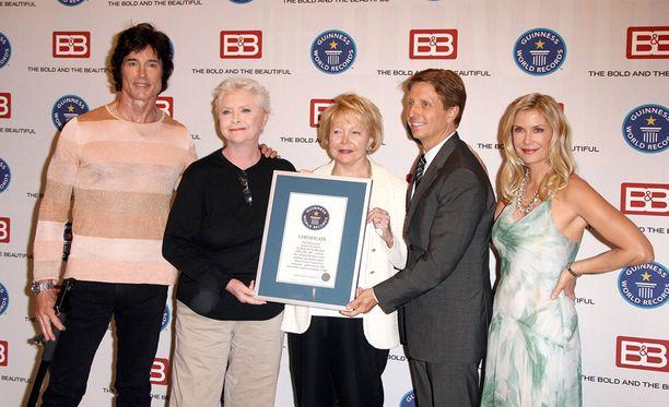 Vuonna 2009 Guinness World Records palkitsi Kauniit ja rohkeat maailman suosituimpana saippuasarjana.