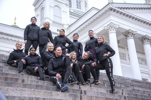 Urheilulliset Miss Helsinki -finalistit jaksoivat hymyillä vielä treeninkin jälkeen.