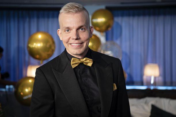 Elastinen on tunnettu hip hop -artisti ja musiikkituottaja. Mies tunnetaan myös Rähinä Records -levy-yhtiön toimitusjohtajana.