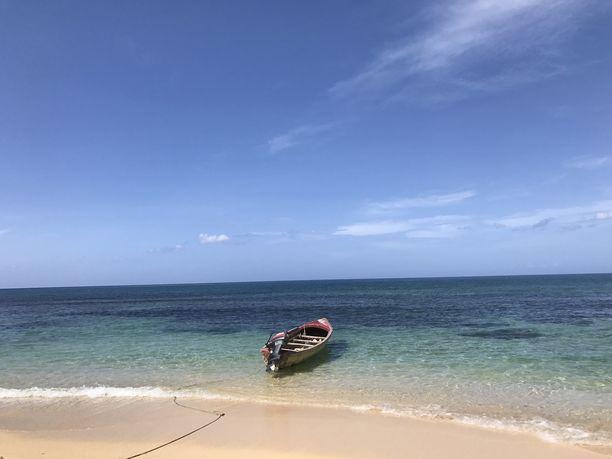 Jamaikan kristallinkirkas meri houkuttelee turisteja luoksensa.