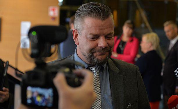 Medialla oli paljon kysymyksiä huumausainerikoksesta syytetylle Jari Sillanpäälle Helsingin käräjäoikeudessa keskiviikkona.