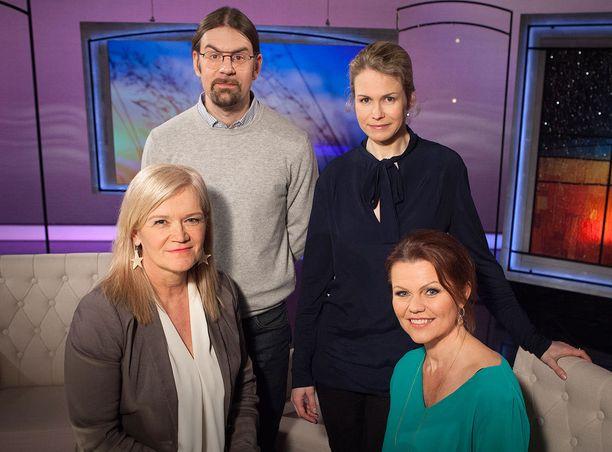 Anne Flinkkilän (vas.) haastattelussa ovat Karita Aaltosen lisäksi JP Jakonen ja mindfulnessin parantavasta vaikutuksesta puhuva lääkäri Anu Raevuori.