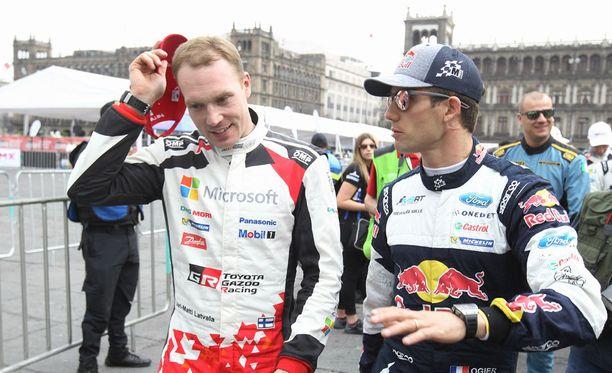 Jari-Matti Latvala ja Sebastian Ogier Mexico Cityssä ennen kilpailun alkua.