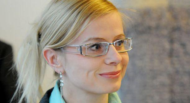 Euroopan parlamenttiin oli juuri valittu valtakunnanpolitiikassa täysin tuntematon 27-vuotias Riikka Manner, Väyrysen lehdistöavustaja ja suojatti.